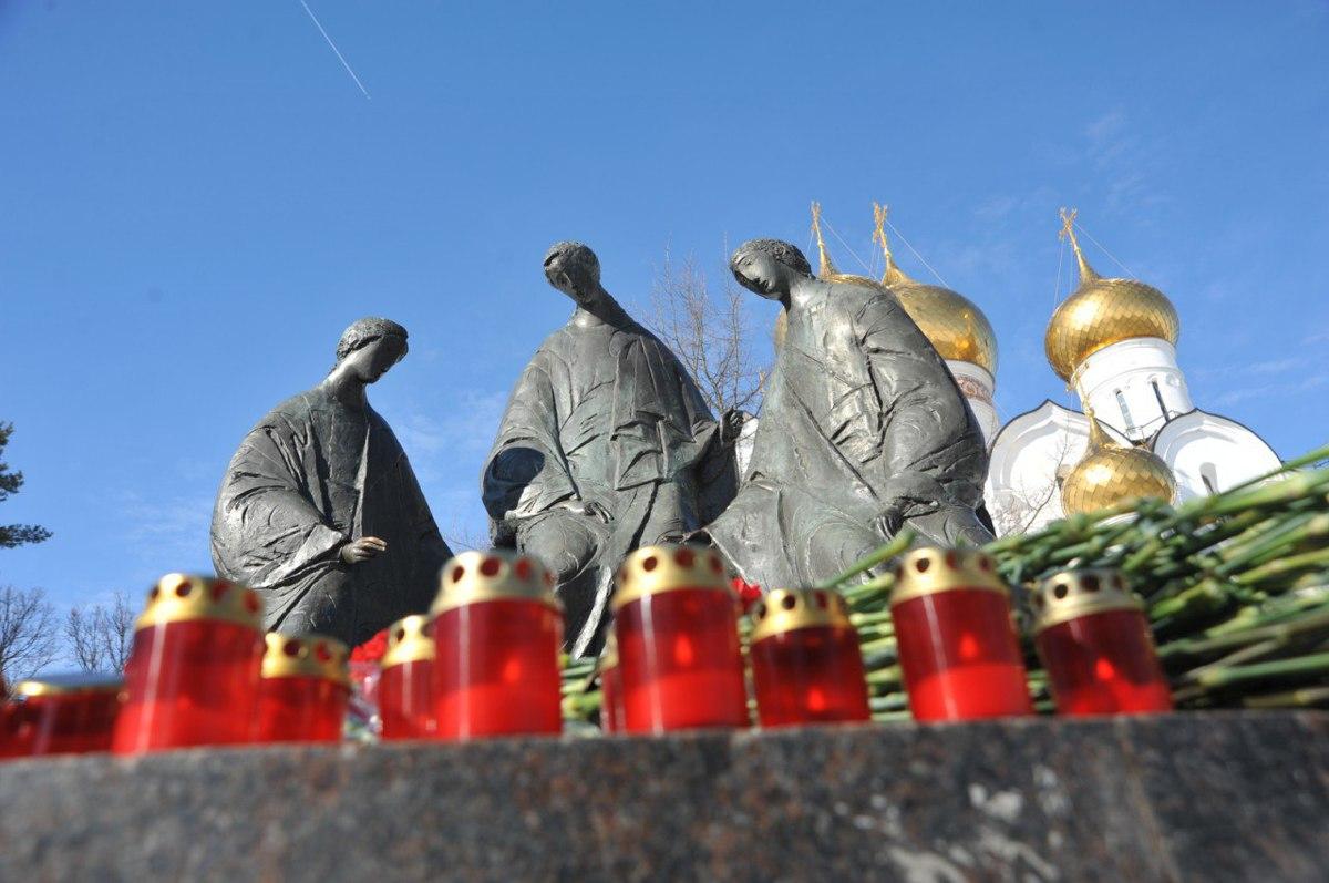 В Ярославле почтили память погибших в трагедии в Кемерово