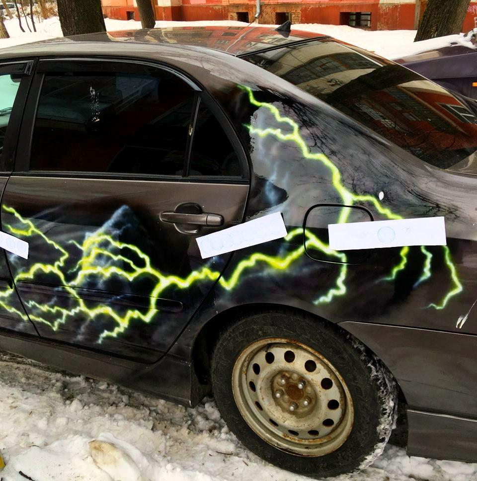 У ярославца за долги арестовали экстравагантную машину