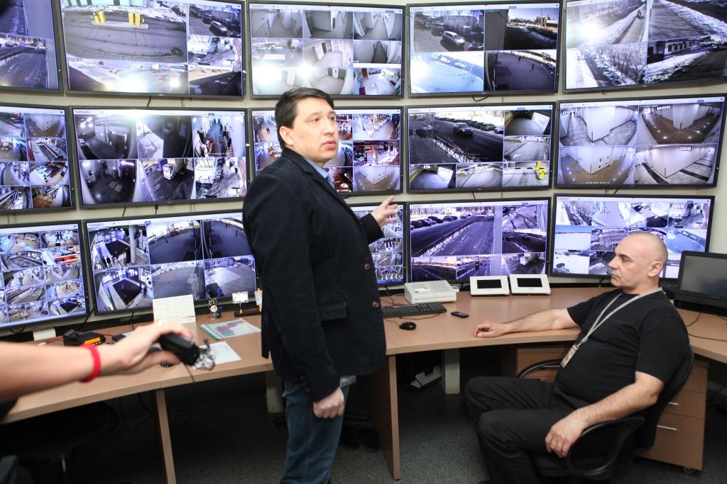 В Ярославле началась проверка безопасности в торговом центре «Аура»: фоторепортаж