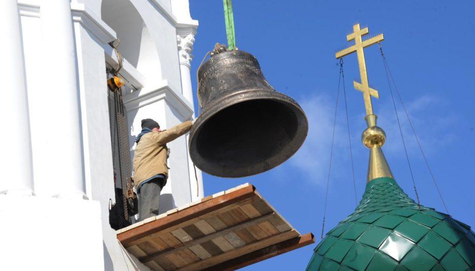 Первый удар колокола в отреставрированном монастыре в Ярославле прозвучал в память о погибших в Кемерове