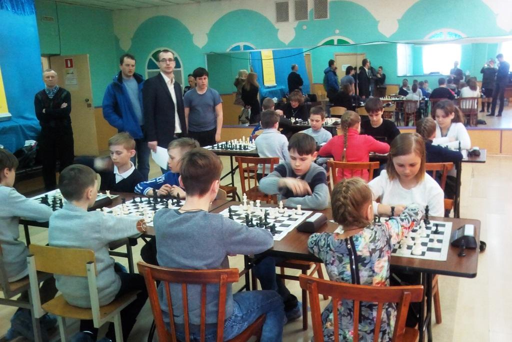 Десять школьных команд принимают участие в региональном этапе всероссийского турнира по шахматам