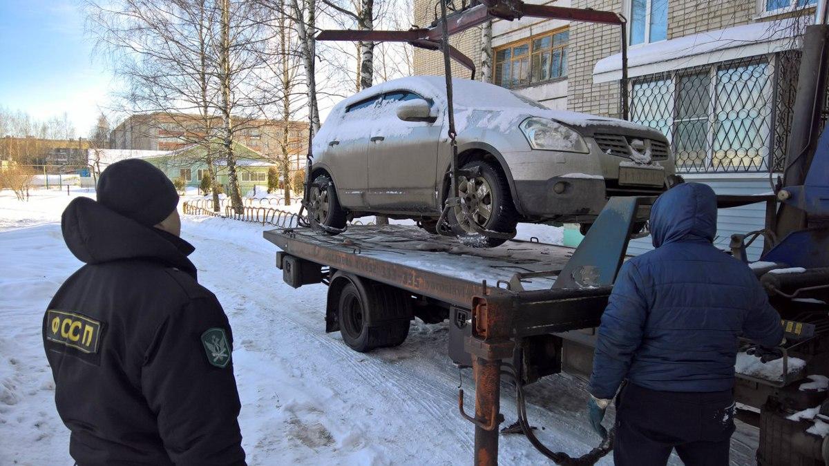 В Ярославле у женщины изъяли автомобиль за долги мужа