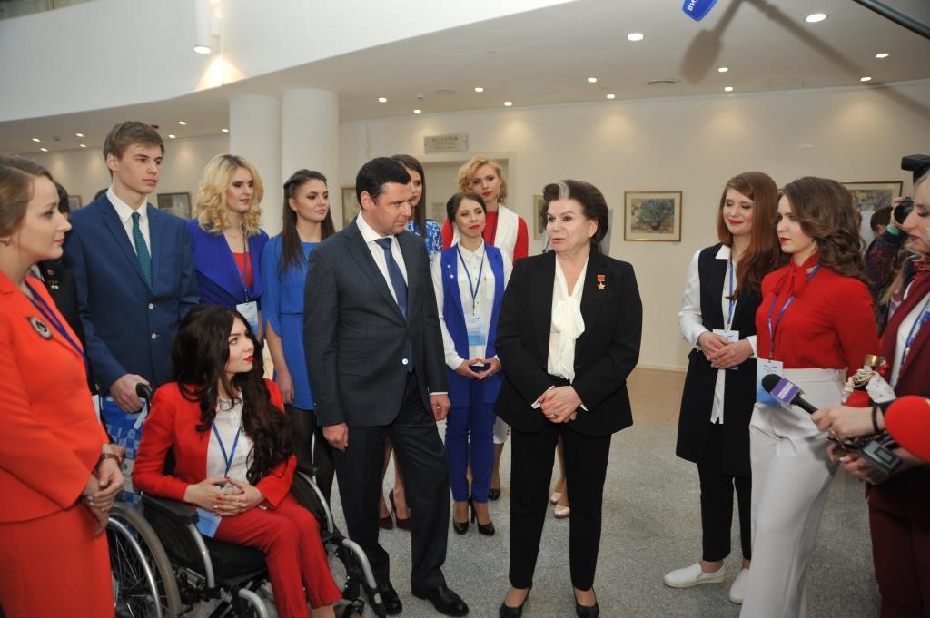 Дмитрий Миронов и Валентина Терешкова встретились с участницами всероссийского конкурса «Чайка»