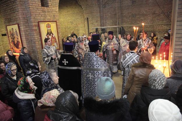 В ярославских храмах в понедельник вспоминали погибших в трагедии в Кемерове