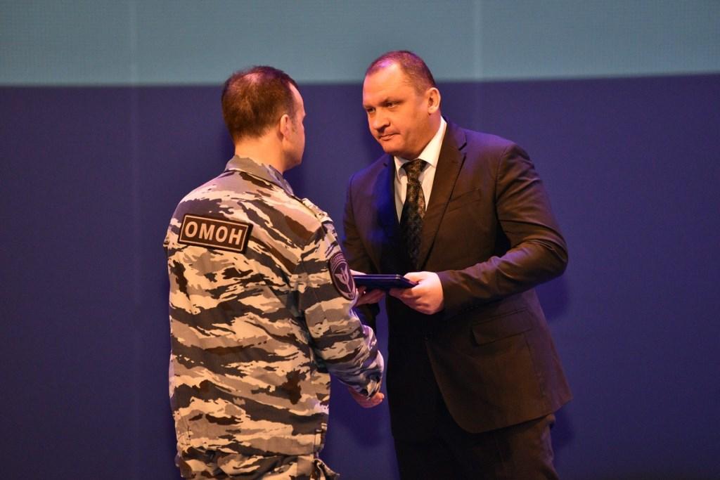 Замгубернатора Ярославской области поздравил сотрудников СОБРа и ОМОНа с 25-летием создания ведомств
