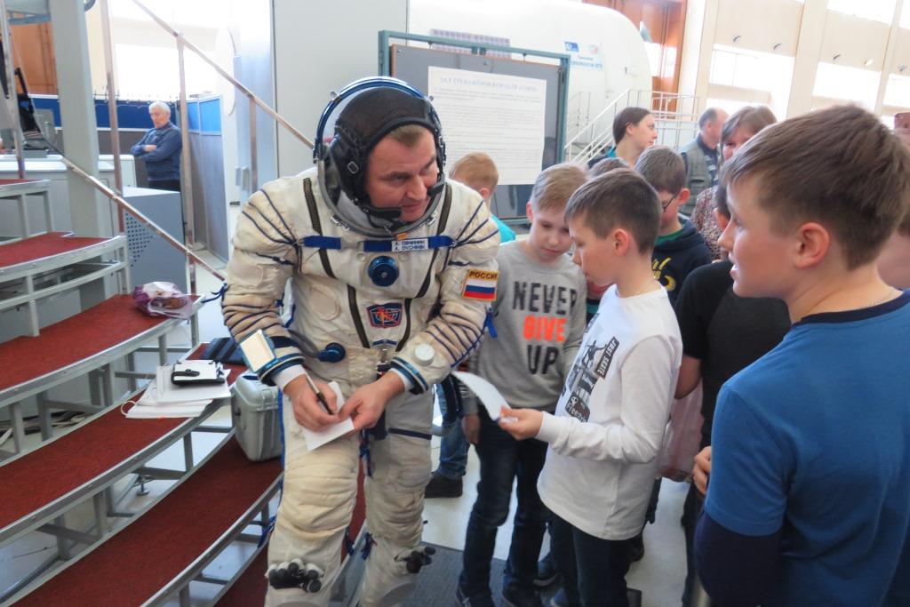 Воспитанники детского технопарка встретились с земляком-космонавтом в Звездном городке