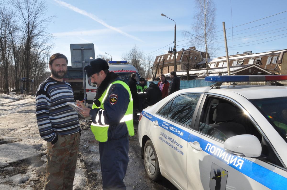 Мышеловка для скорой. В Ярославле ловят нарушителей, не пропускающих медиков