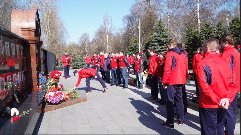 Сборная России по хоккею посетила мемориал погибшим игрокам «Локомотива»