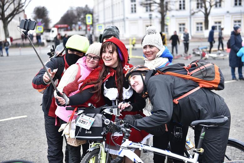 Участие в открытии велосезона в Ярославле приняли более 400 человек