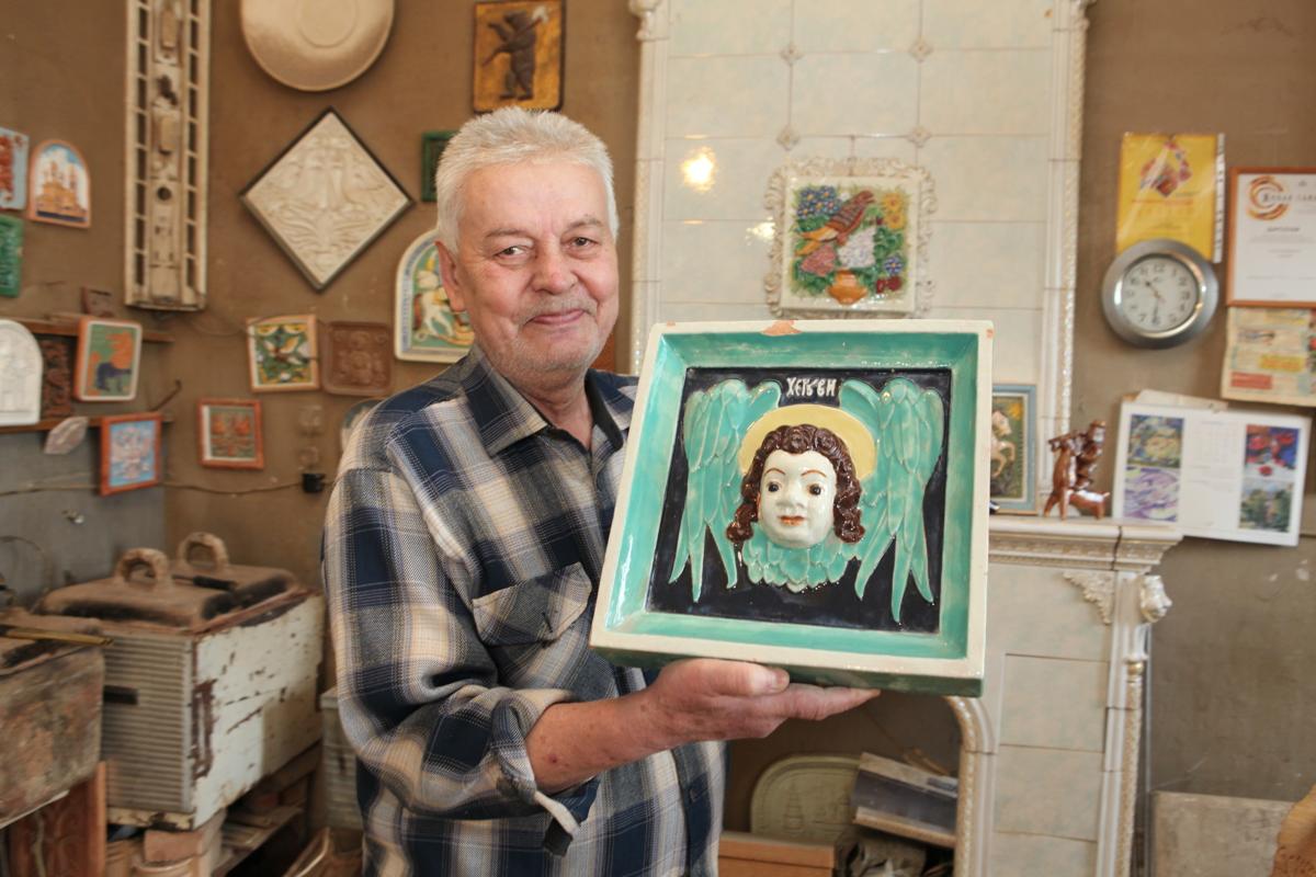 Чудеса из глазури и эмали. Изразцы ярославского мастера востребованы во многих регионах России