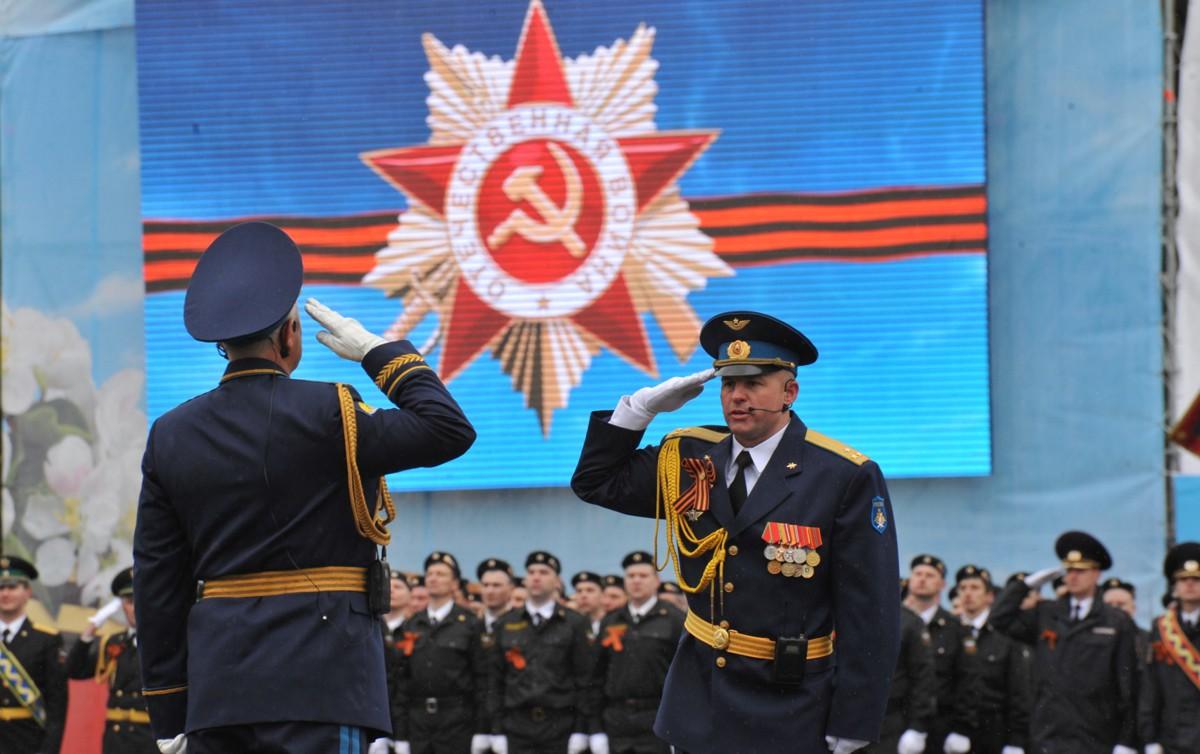 В Ярославле прошел парад Победы: фоторепортаж