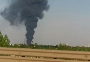 В Ярославле горит склад с лакокрасочной продукцией: столб дыма виден из всех районов
