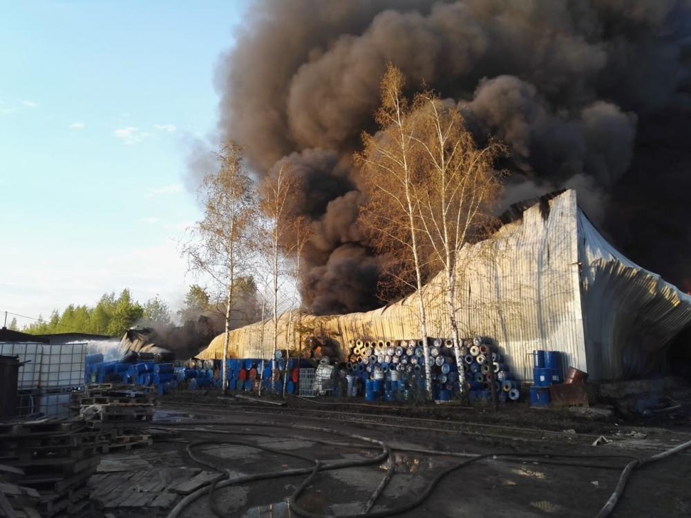 Пожар в промзоне Ярославля площадью около тысячи квадратных метров локализован