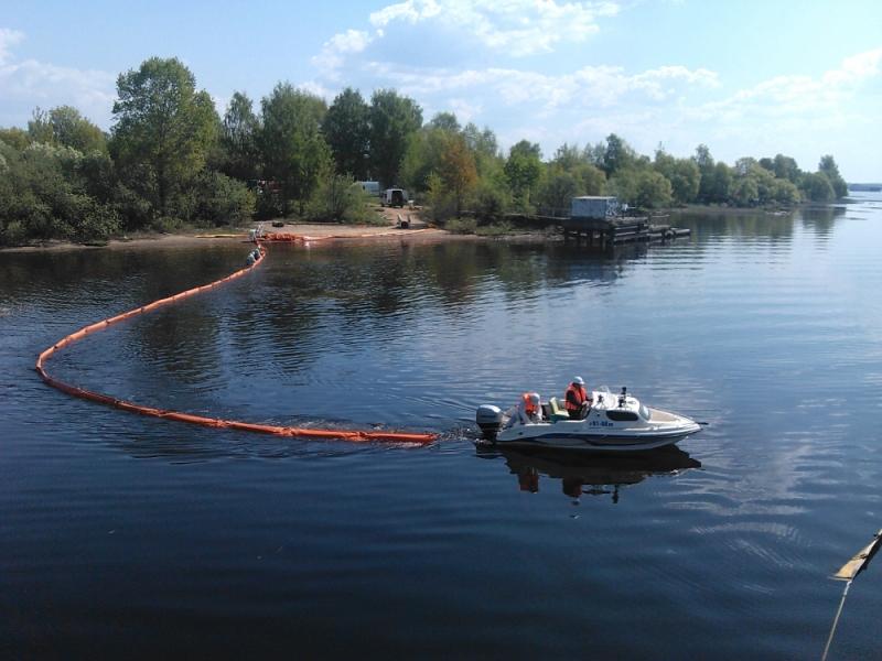 Учения МЧС: на Волге столкнулись два судна и разлилось 1500 тонн нефти