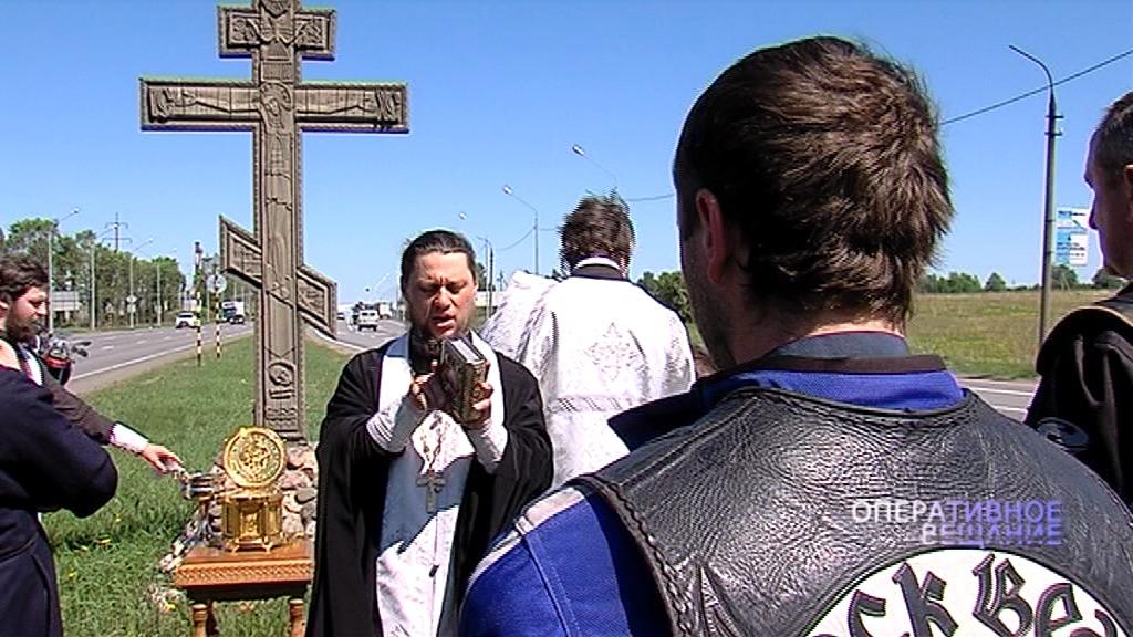 В Ярославле священники, гаишники и байкеры провели крестный ход к поклонным крестам