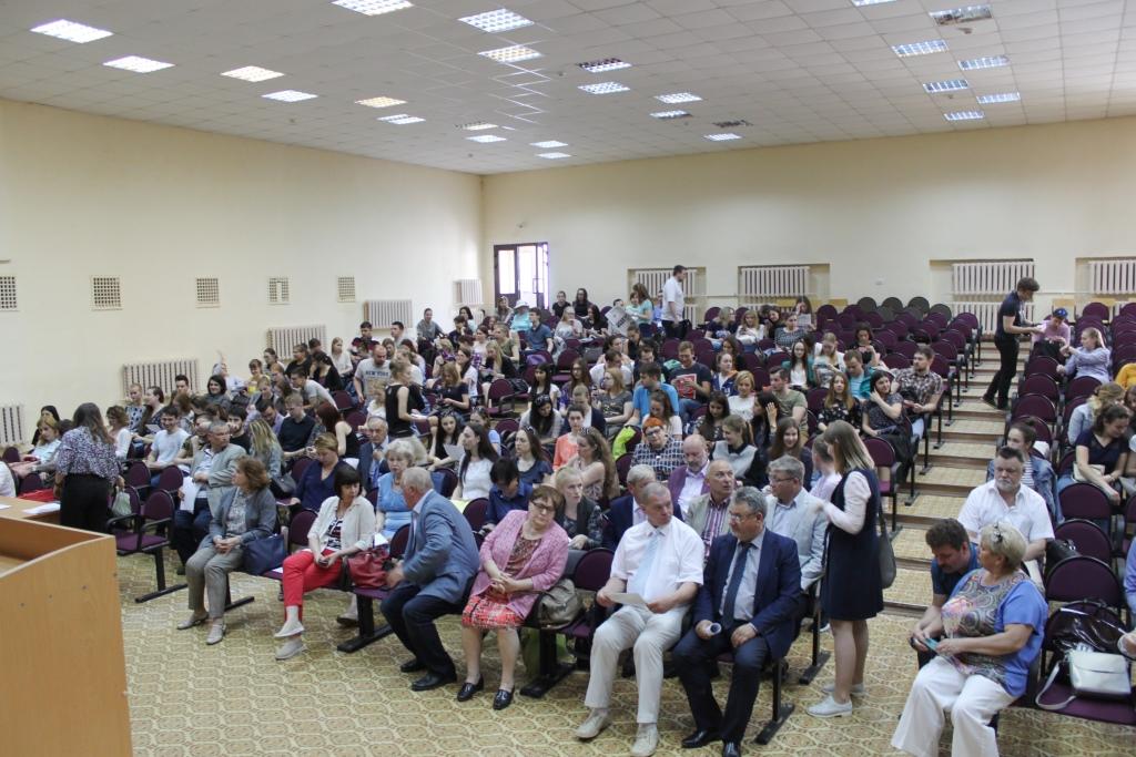 В Ярославле прошла ярмарка вакансий для врачей