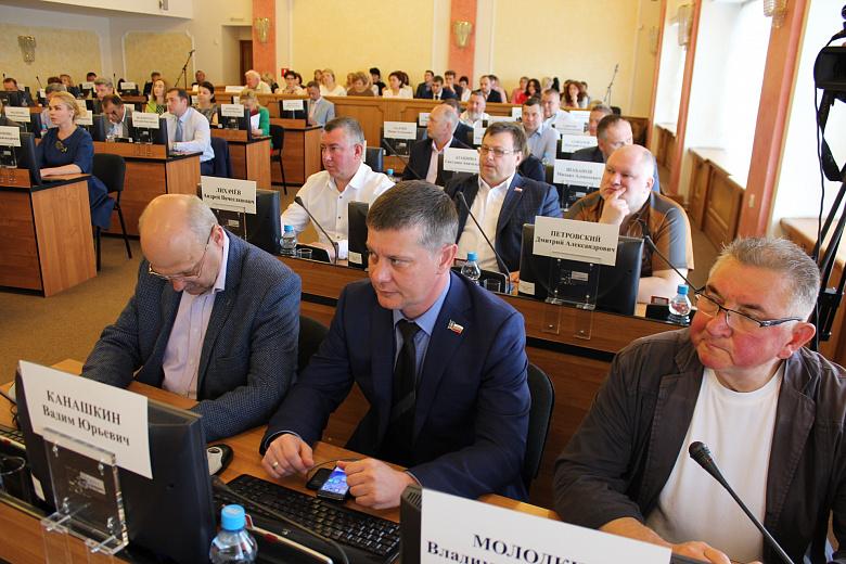 Депутаты муниципалитета отчитались о доходах: топ-5 самых богатых народных избранников