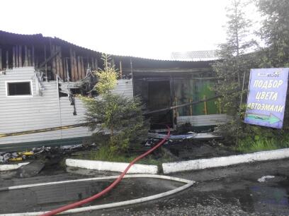 Крупный пожар на строительном рынке в Ярославле тушили больше трех часов