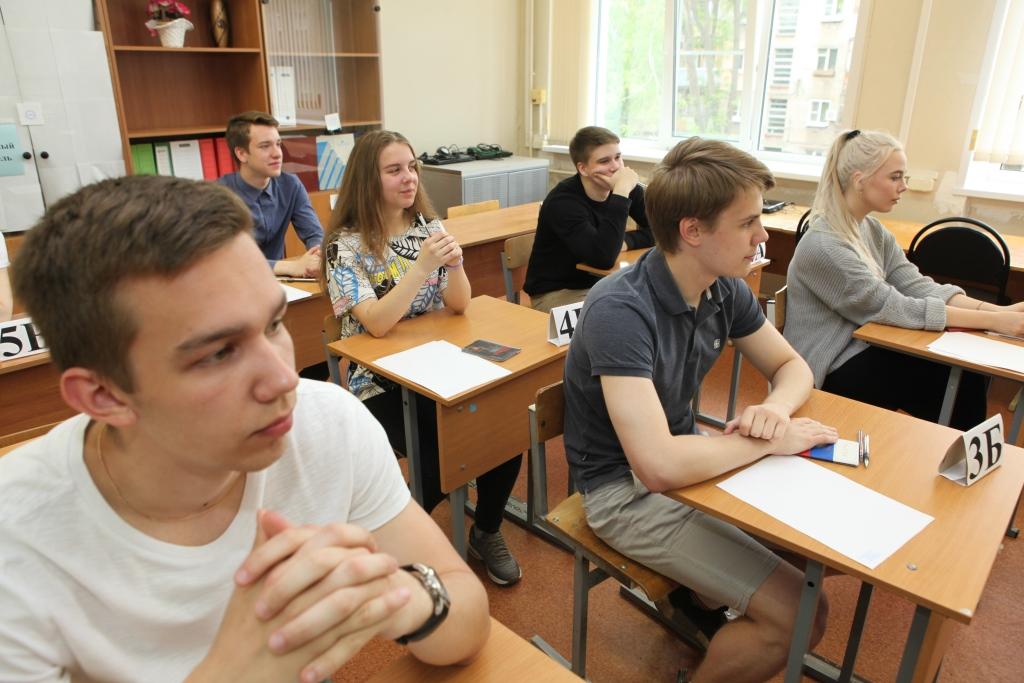 Более 800 ярославцев сдавали ЕГЭ по географии и информатике