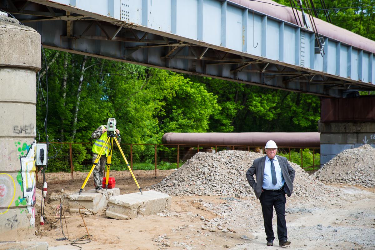 В Ярославле депутаты и общественники искали нарушения при строительстве моста через Которосль: итоги проверки