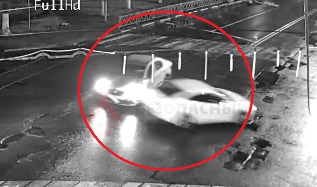 Кадры ночного ДТП в центре Ярославля появились в сети