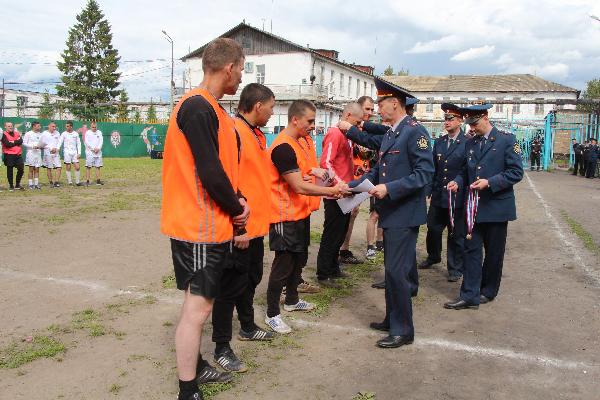 В Ярославле осужденные сыграли с футболистами «Шинника»