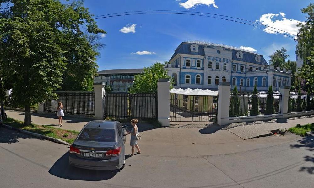 Суд признал незаконной надстройку здания старинной усадьбы в центре Ярославля