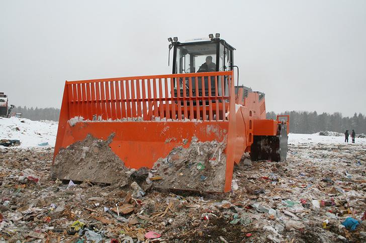 «Хартия» купила у рыбинского предприятия машину для уплотнения мусора на полигонах