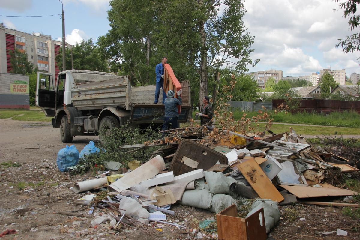 В Ярославле на улице Доронина ликвидировали несанкционированную свалку