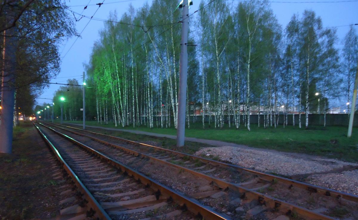 В Ярославле трамвайные пути осветили зелеными фонарями