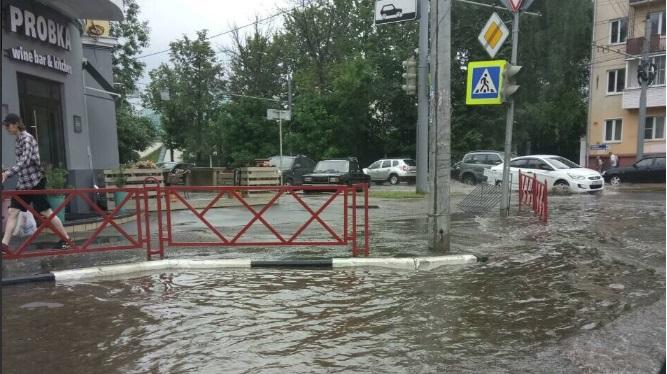 Ливни и град в Ярославле: в городе затопило некоторые улицы – фото