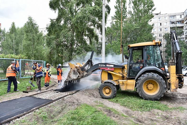 В Ярославле ремонтируют двор для 2,5 тысячи человек по программе «Решаем вместе!»