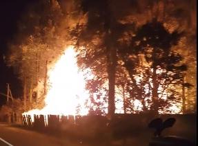 Шесть часов тушили горевший дом в Ярославской области