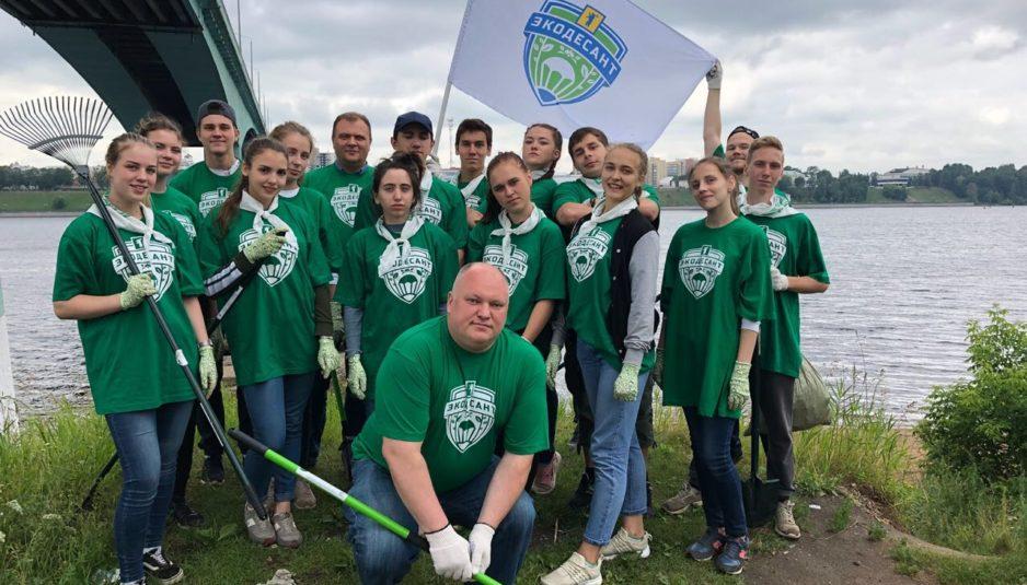 Активисты очистили от мусора крупнейший городской пляж Ярославля