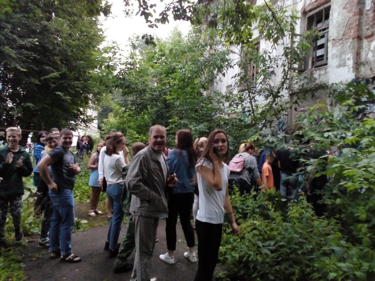 Сотни ярославцев искали клад «Орла и решки» в заброшенном здании в центре города