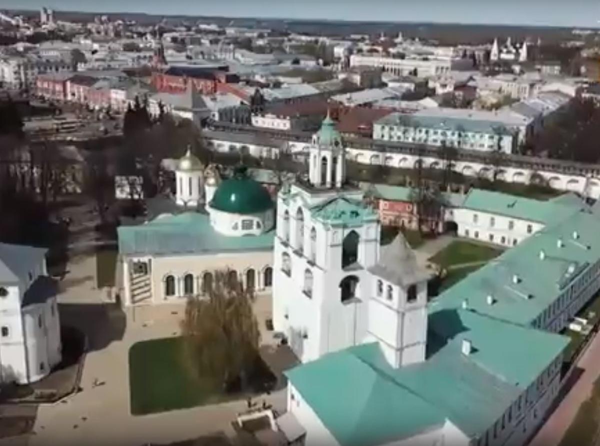 Косяк в «Орле и решке»: ведущие перепутали центральный монастырь с главным храмом Ярославля