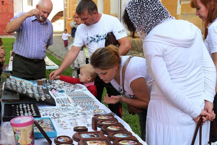 В Ярославской области проходит фестиваль ростовской финифти