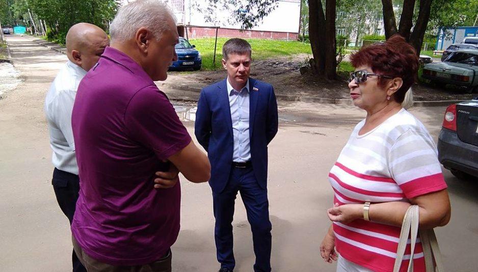 Депутаты проверили ремонт дворов в Брагине по программе «Решаем вместе!»