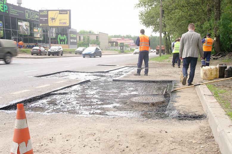 В Ярославле пришлось заделывать ямы на отремонтированной в прошлом году дороге