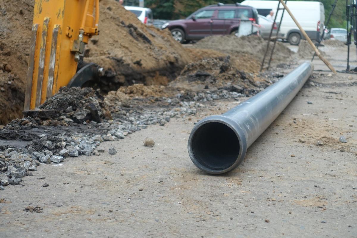 Водоканал освобождает проезжую часть для ремонта дорог в Ярославле