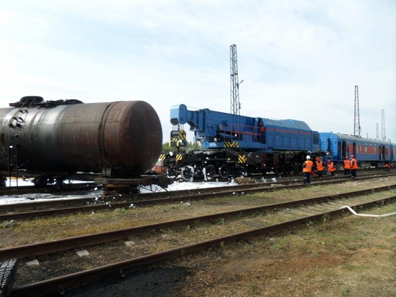 ЧП в Ярославле: перевернулись четыре железнодорожные цистерны с горючим