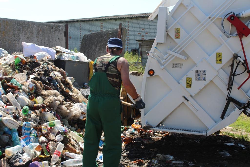 В Ростовском районе после вмешательства правительства региона начался вывоз мусора