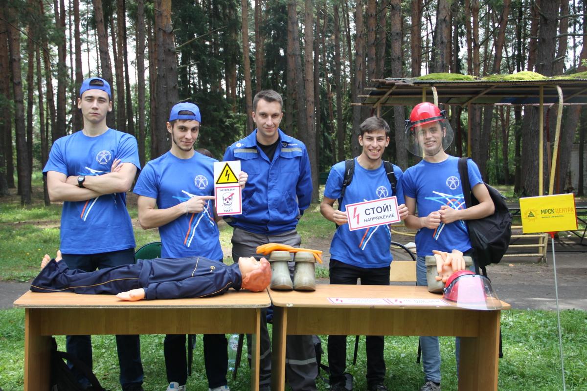 Специалисты Ярэнерго провели мастер-класс по электробезопасности в детском лагере им. Горького