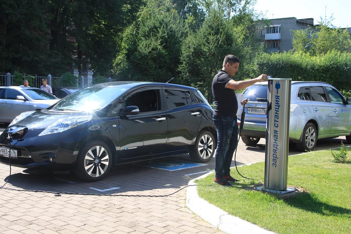В Центр обслуживания потребителей Ярэнерго обратился первый владелец электромобиля