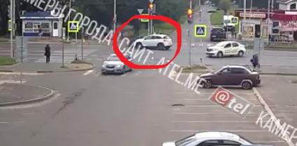 В Рыбинске в ДТП пострадала женщина: видео