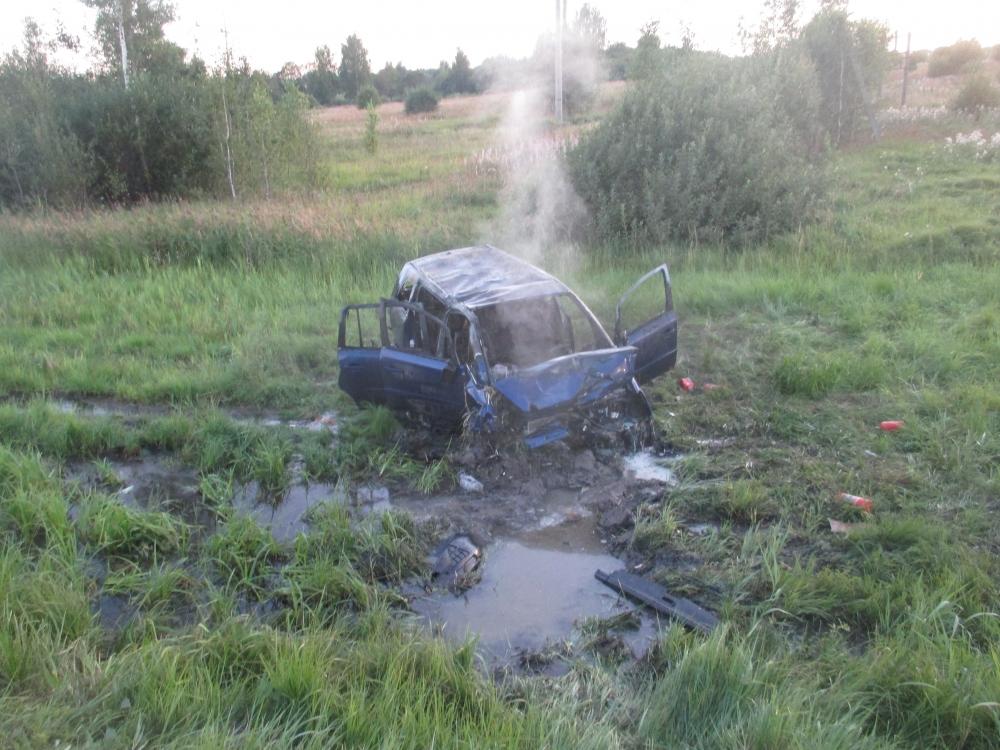 Страшное ДТП под Ярославлем: люди не могли выбраться из горящей машины