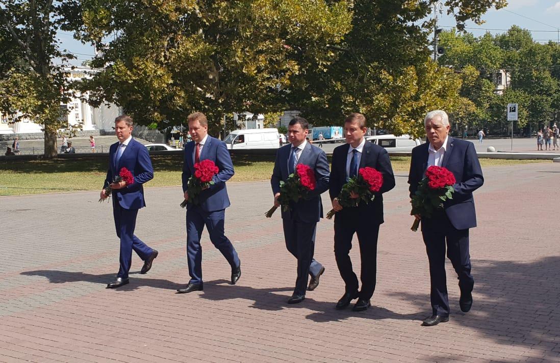Губернаторы Ярославской области и Севастополя провели рабочую встречу