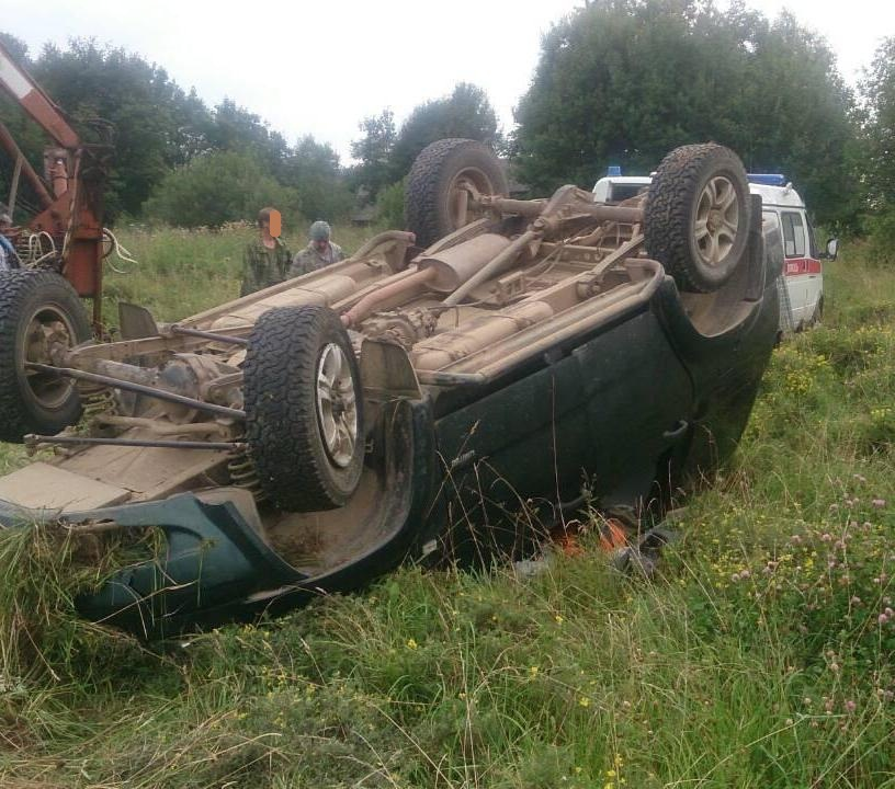 В Ярославской области пьяный водитель на внедорожнике улетел в кювет