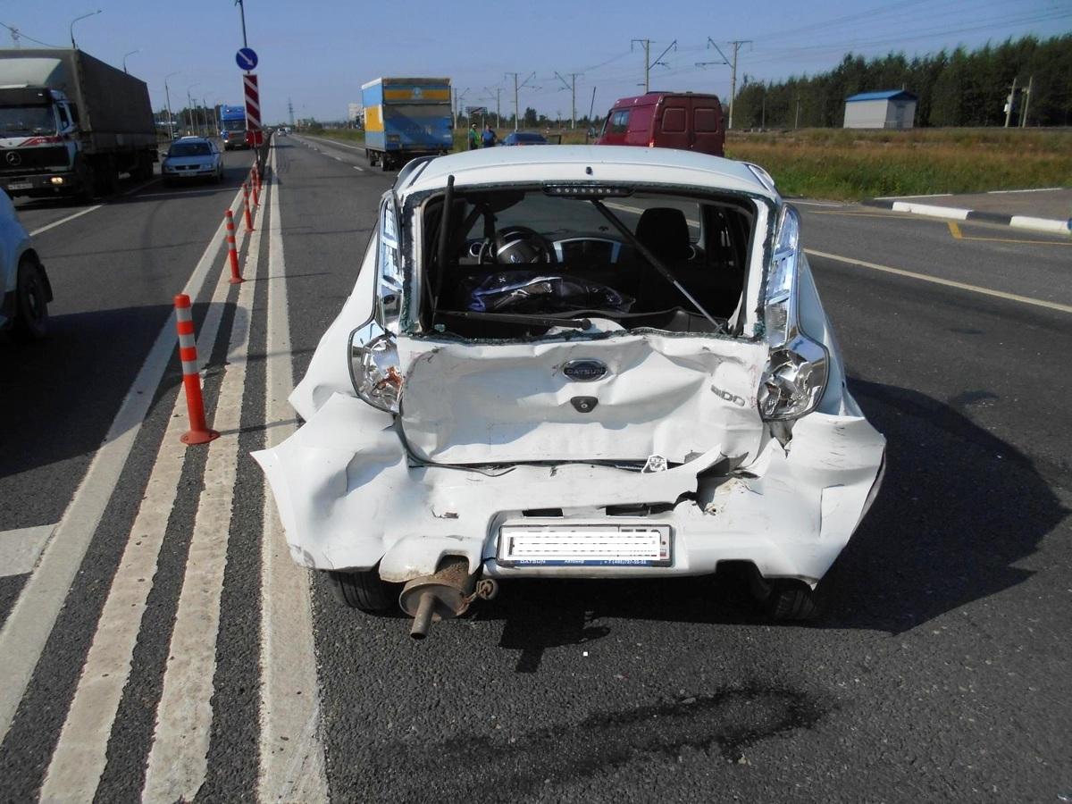 «Газель» столкнулась с иномаркой на трассе в Ярославской области: пострадала женщина