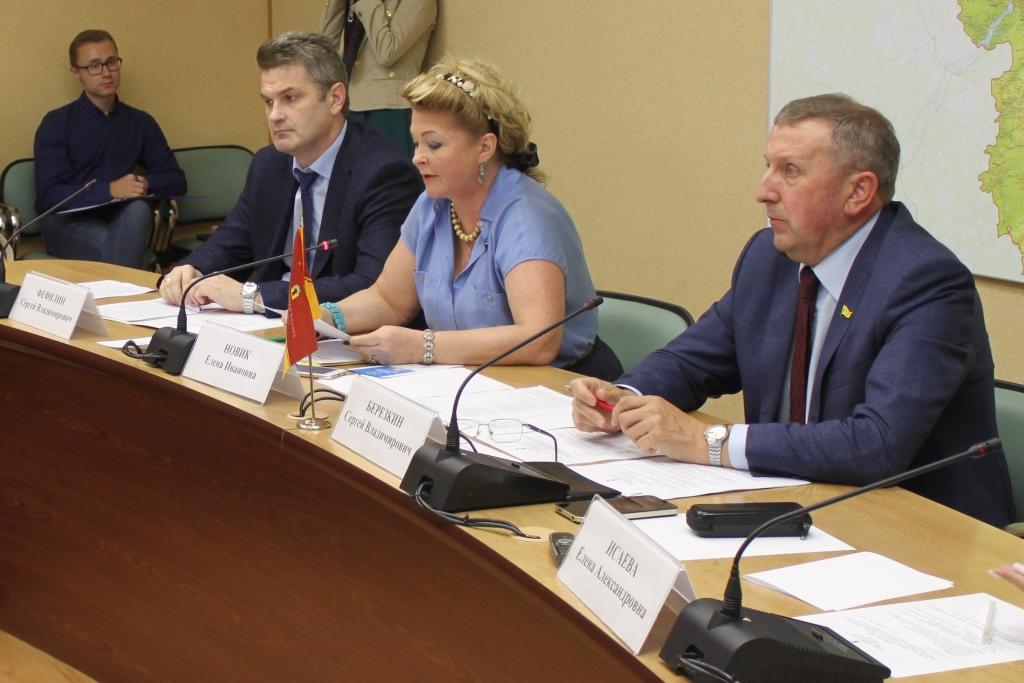 Муниципальные общественные палаты формируют списки волонтеров для наблюдения за выборами 9 сентября